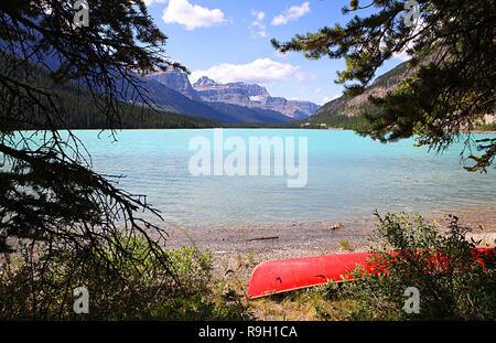 Lacs de la sauvagine est situé sur l'autoroute 93 Nord, le long de la pittoresque promenade des Glaciers dans le parc national Banff, Alberta, Canada. Banque D'Images