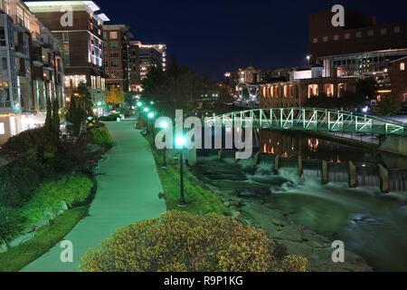 Centre-ville paysage urbain de Greenville en Caroline du Sud dans la nuit Banque D'Images