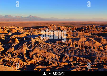 Panorama de la vallée de la lune au coucher du soleil, désert d'Atacama, Chili, Amérique Latine Banque D'Images