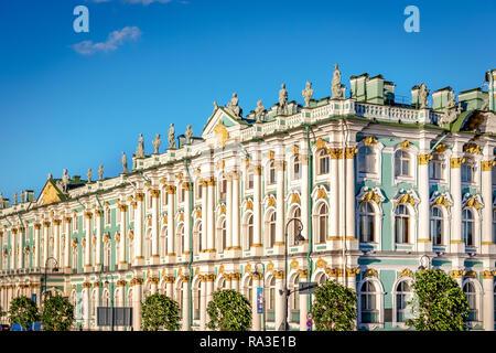 Saint Petersburg, Russie - 8 juin 2018 - L'étonnante architecture du musée de l'Ermitage à Saint-Pétersbourg en fin d'après-midi de l'été Banque D'Images