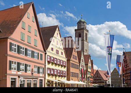 Maisons à pignons et minster, Segringer Strasse, Dinkelsbühl, Middle Franconia, Bavaria, Germany Banque D'Images