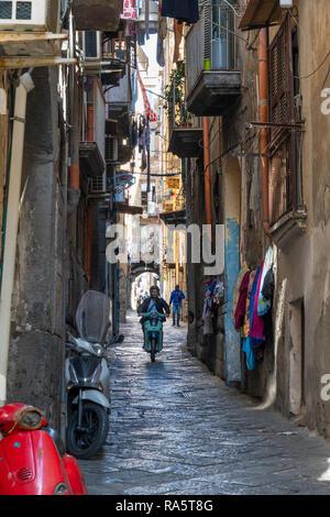 Le Maiorani Vico une petite rue latérale du centre historique, le centre historique de Naples, Italie. Banque D'Images