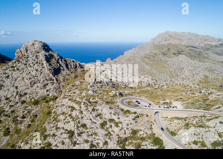 Fragment de road to Sa Calobra avec serpentines, des montagnes et de la mer sur l'île de Majorque, backgrond, Espagne Banque D'Images