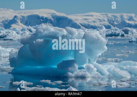 L'antarctique, péninsule Antarctique, dans le Nord de Gerlache Gerlache, tout droit. Rempli de Glace Bay. Banque D'Images