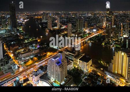 Bangkok skyline at night de bar Sirocco, très belles vues Banque D'Images