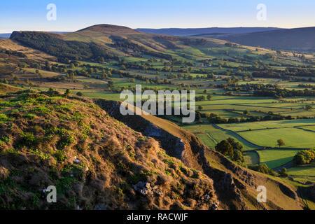 Retour Tor et perdre, Ridge, du Forcella Staulanza, automne, Castleton, parc national de Peak District, Derbyshire, Angleterre, Royaume-Uni, Europe Banque D'Images