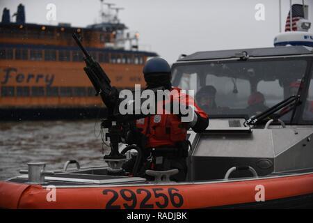 62329fac88f US Coast Guard 29 pieds petit bateau d intervention (RB-S II) La ...