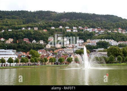 Lille Lungegardsvannet est un petit lac dans le centre de la ville de Bergen (Norvège) dans le comté de Hordaland Banque D'Images