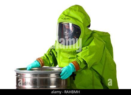 Pompier portant une tenue de protection chimique avec de l'alimentation en air de l'appareil respiratoire à air comprimé, professionnel Banque D'Images