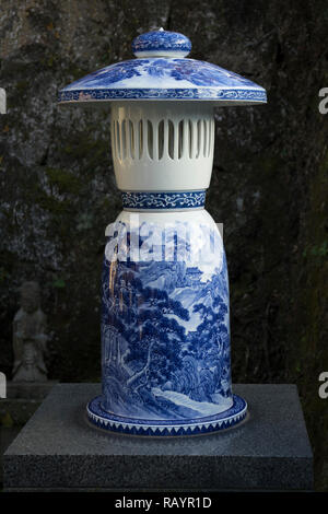 Arita, JAPON - 30 octobre 2018: Bleu et blanc à la lanterne Tozan culte à Arita, préfecture de Saga