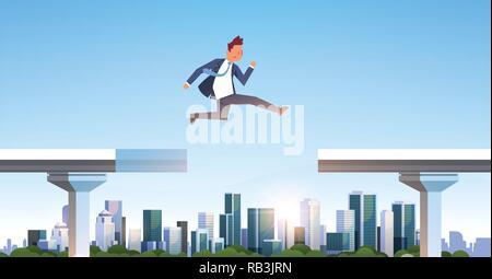 Businessman jumping over gap pont cassé abîme business man en sautant entre deux parties l'autoroute ville moderne gratte-ciel cityscape background plate horizontale Banque D'Images