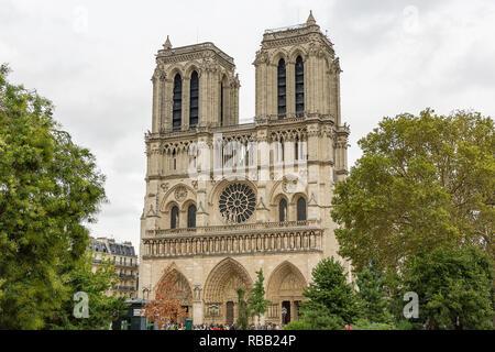 L'été à la cathédrale Notre Dame de Paris