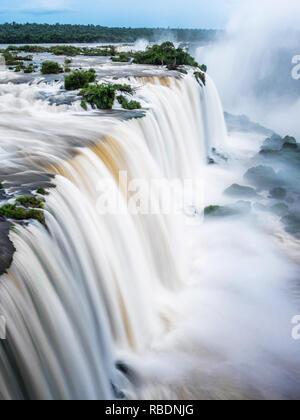 Chutes d'Iguaçu, à la frontière du Brésil et l'Argentine. Banque D'Images