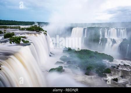 Chutes d'Iguaçu, à la frontière de l'Argentine et le Brésil. Banque D'Images