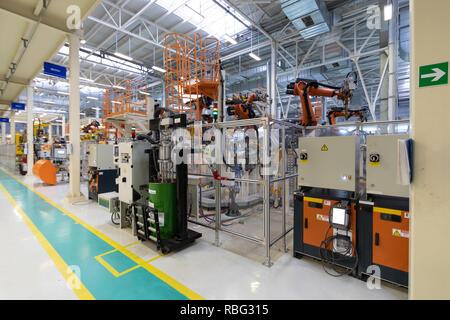 L'usine de fabrication de voitures. Boutique de l'automobile. La ligne de montage pour la fabrication de voitures. Banque D'Images