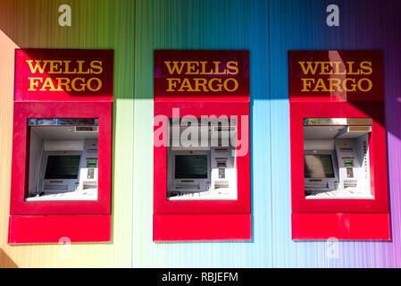 La Wells Fargo ATM Arc-en-ciel Banque D'Images