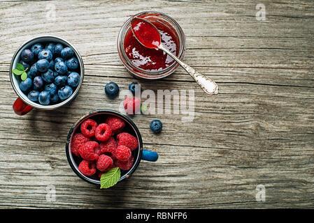 De confiture ou de la confiture de fruits des champs frais Banque D'Images