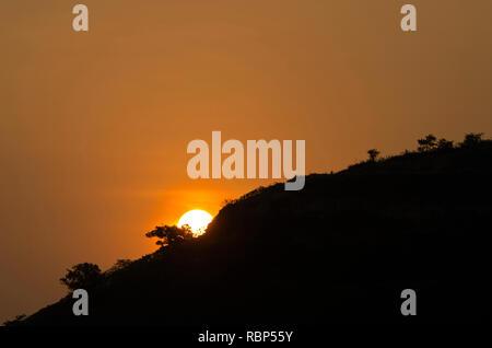 Lever du soleil à Malshej ghat, Pune, Maharashtra, Inde, Asie Banque D'Images