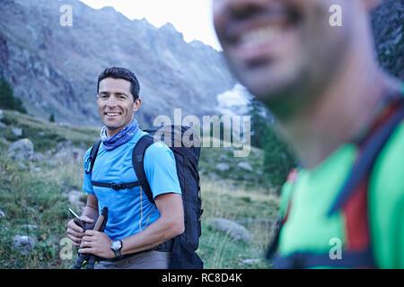 Amis Randonneurs souriants, Mont Cervin, Matterhorn, Valais, Suisse Banque D'Images