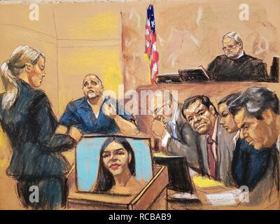"""New York, États-Unis. 14 Jan, 2019. Vue d'une reproduction photographique d'un dessin de Jane Rosenberg qui nous indique les sous-Parlovecchio Procureur Gina (L) alors qu'elle pose des questions aux témoins du Bureau du Procureur, Alex colombien Cifuentes (2L), en face du juge fédéral Brian Cogan (up), baron de la drogue mexicain Joaquin """"El Chapo"""" Guzman Loera (3R) et ses avocats Eduardo Balarezo (4R) et Jeffrey Lichtman (R), à la Cour de district du sud de Brooklyn, à New York, États-Unis, 14 janvier 2019. El Chapo fait face à des accusations de trafic de drogue sur l'essai. Crédit: Jane Rosenberg/EFE/Alamy Live News Banque D'Images"""