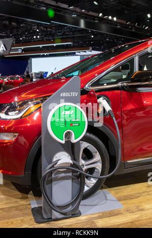 Detroit, Michigan - Chevrolet voiture électrique le boulon sur l'affichage à la North American International Auto Show. Banque D'Images