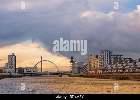 Glasgow, Ecosse, Royaume-Uni. 16 janvier, 2019. Météo France: l'Arc de l'autre côté de la rivière Clyde Clyde sur une journée de douches glacées. Credit: Skully/Alamy Live News