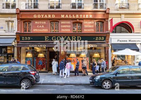 Les gens de l'extérieur E.Goyard boutique dans Paris, Goyard est un tronc et maroquinerie de luxe bouilloire , 233 rue Saint-Honoré, Paris, France Banque D'Images
