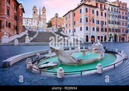 D'Espagne, Rome. Image de la ville d'Espagne et de la fontaine Barcaccia à Rome, en Italie pendant le lever du soleil. Banque D'Images