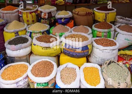 Les haricots et les légumineuses en vente au marché Conemara, Trivandrum, Kerala, Inde Banque D'Images