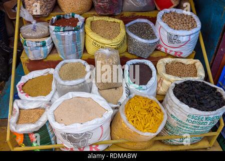 Bloquer la vente de pâtes, haricots, légumineuses et autres aliments, Conemara marché, Trivandrum, Kerala, Inde Banque D'Images