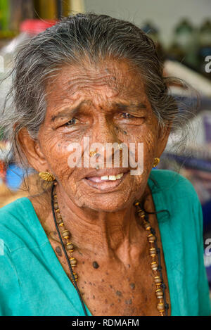 Personnes âgées femme indienne dans Conemara marché, Trivandrum, Kerala, Inde Banque D'Images