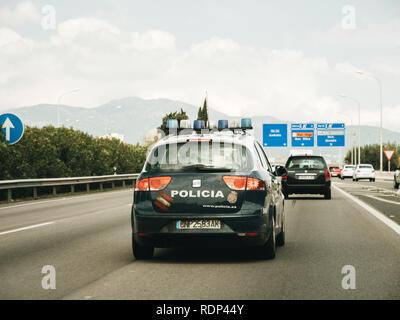 PALMA DE MAJORQUE, ESPAGNE - 10 MAI 2018: Dur POV sur la police Policia arpentage voiture de l'autoroute de l'île espagnole sur durant la période des fêtes Banque D'Images