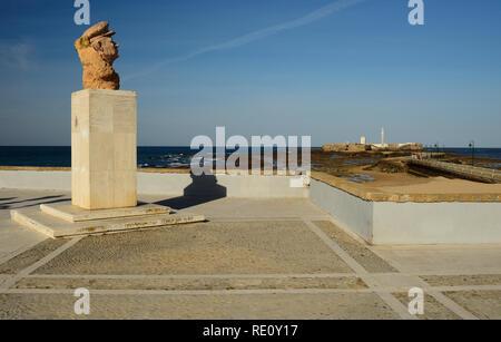 Monument à Paco Francisco Alba Alba (Medina) face à San Sebastian castle à Cadix.