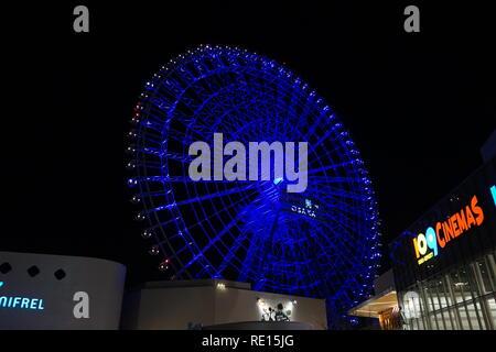 La vue de la nuit de roue à Osaka Chevalier EXPOCITY à Osaka. Banque D'Images