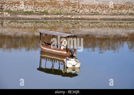 Deux bateaux sur le lac Kerkini - Grèce Banque D'Images