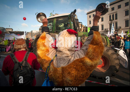 """Les manifestants à """"Wir haben Satt'- nous en avons assez- manifestation à Berlin en 2019. Banque D'Images"""