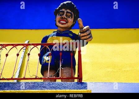 La figure de Diego Maradona, sur un balcon à El Caminito, la Boca, Buenos Aires, Argentine Banque D'Images