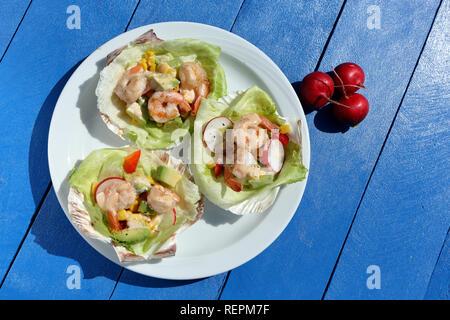 Salade de crevettes tropicales sur la partie Banque D'Images