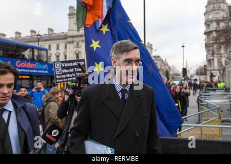 Londres, Royaume-Uni. 23 Jan 2019. Jacob Rees-Mogg Brexiteer et député de North East Somerset se présente au Parlement Crédit: George Cracknell Wright/Alamy Live News Banque D'Images