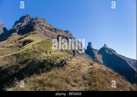 Le Sterkhorn précédemment, Mont de la mémoire, est parmi plusieurs défis de randonnée près de Champagne Château dans le parc Ukhahlamba Drakensberg, KwaZulu-Natal, SA Banque D'Images