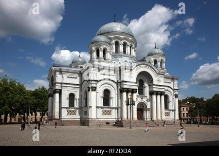 Eglise de Saint Michel Archange sur la place de l'indépendance, Kaunas, Lituanie, Pays Baltes, nord-est de l'Europe Banque D'Images