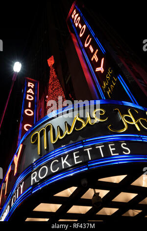 Le Radio City Music Hall, des lumières de Noël, Banque D'Images