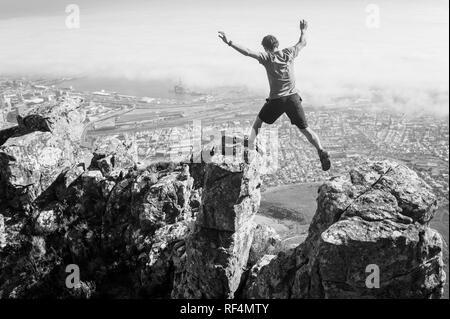 Mowbray Ridge sentier mène les randonneurs urbains de la merveille de Devil's Peak, partie de Table Mountain National Park, à Cape Town, Western Cape, Afrique du Sud