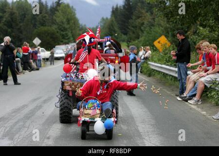 Parade, célébrations du 4 juillet (date de l'indépendance) à Gustavus: population 400, Alaska, USA, Amérique du Nord Banque D'Images