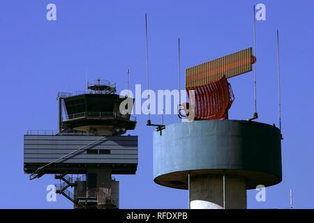 Le contrôle de la circulation aérienne, la tour, l'aéroport de Düsseldorf, Rhénanie du Nord-Westphalie, Allemagne Banque D'Images