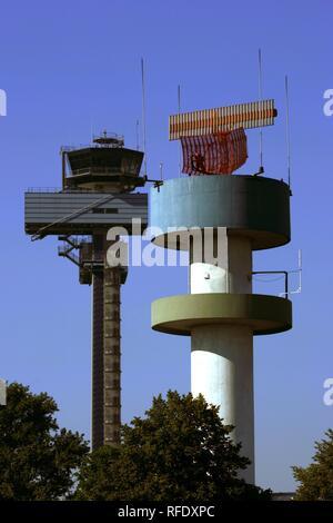 Tour de contrôle de la circulation aérienne, l'aéroport de Düsseldorf, Rhénanie du Nord-Westphalie, Allemagne Banque D'Images