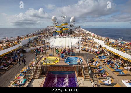 La France, Fort-de-France, La Vie à bord du navire de croisière Costa Magica. Banque D'Images