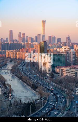 Beijing, Beijing, Chine. 26 janvier, 2019. Beijing, Chine-voitures fonctionner lentement à cause d'embouteillage à Pékin, en Chine. Crédit: SIPA Asie/ZUMA/Alamy Fil Live News Banque D'Images