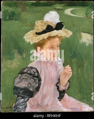 Portrait d'une jeune fille. Artiste: Mary Cassatt (Américain, Pittsburgh, Pennsylvanie 1844-1926 Mesnil-Théribus, Oise). Dimensions: 29 x 24 1/8 in. (73,7 x 61,3 cm). Date: 1899. Dans 'Portrait d'une jeune fille,' sa jeune pose de Cassatt, probablement à l'extérieur du modèle ou près de Château Beaufresne, l Accueil l'artiste avait acheté dans la vallée de la rivière Oise, à environ cinquante kilomètres au nord-ouest de Paris, en 1894. Comme dans l'image actuelle des femmes et des filles par William Merritt Chase, Frank W. Benson, et d'autres, la jeune fille semble plongée dans la nature et isolé du monde extérieur. Le point de vue élevé, flatte Banque D'Images
