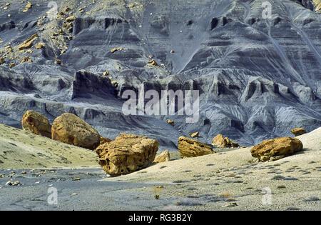 Les formations rocheuses en banc de mamelon, Smoky Mountain Road, Glen Canyon National Recreation Area, Utah, USA